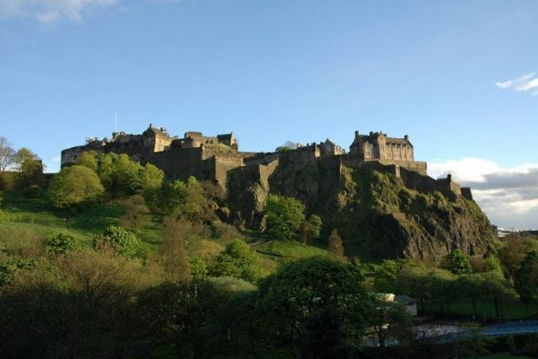 edinburgh-castle-1235261-min